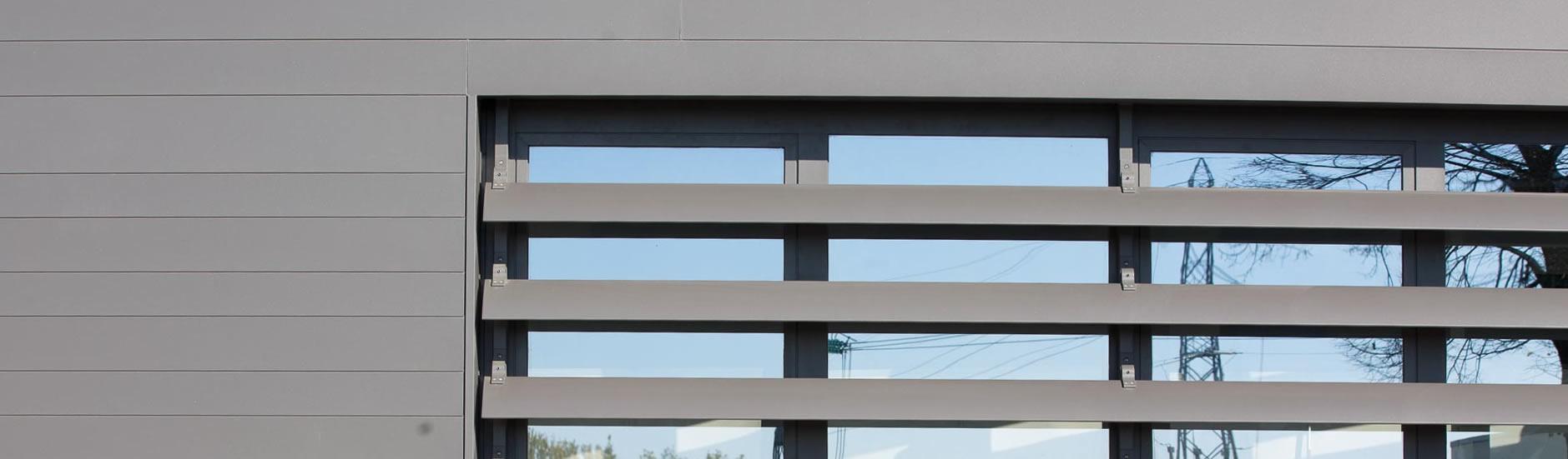 Infissi esterni con frangisole per l 39 azienda fornasiero - Infissi esterni in alluminio ...